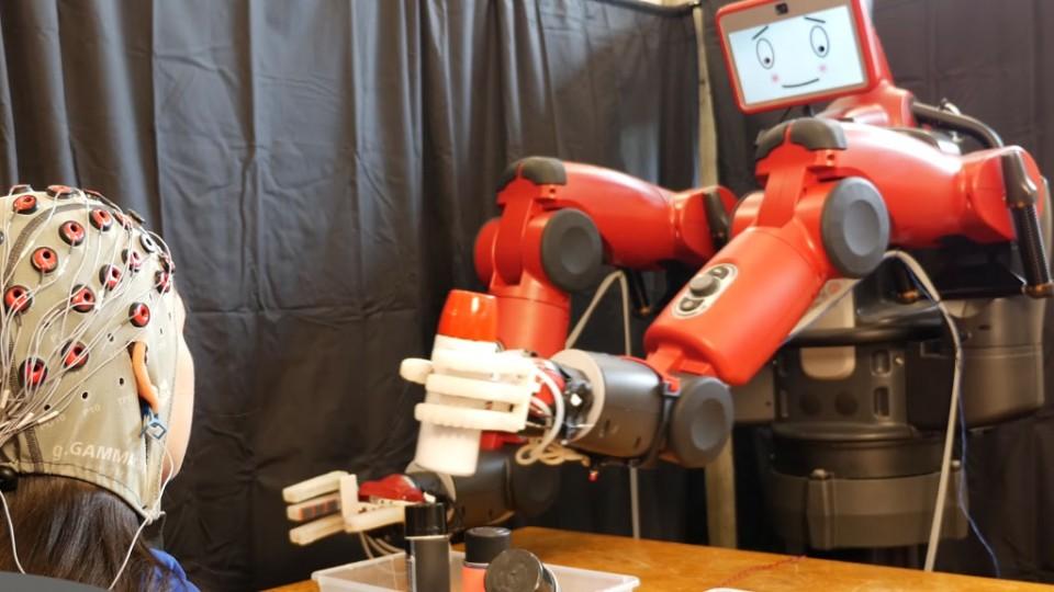 MIT crea robot que lee la mente para corregir fallos